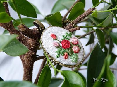 haftowane róże, haftowany naszyjnik, hand embroidery necklace