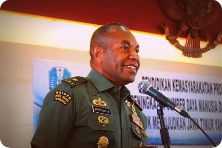 "Brigjen TNI Joppye Onesimus Wayangkau Terangkan ""Proxy War"" di Unitomo"