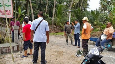 Menyinggah Dan Melihat Naik Papan Tanda Madrasah Al Ahmadiah Di Sungai Tiang Tengah Rungkup