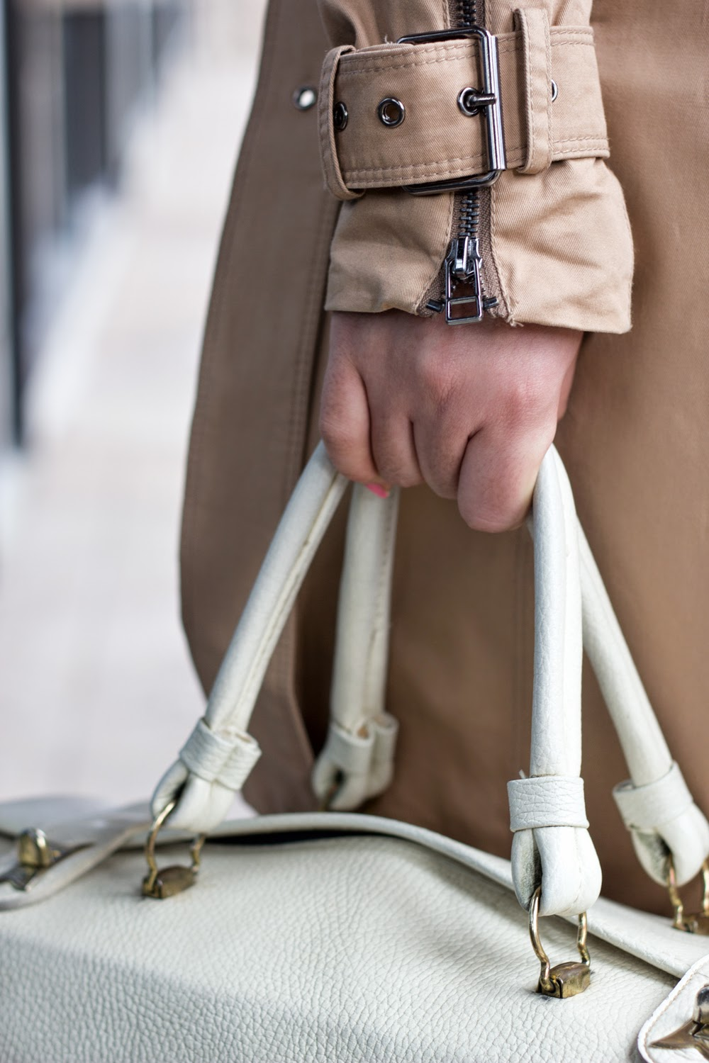 Trench-Coat-Zipper-Details, Spring-Look, Boxy-White-Purse
