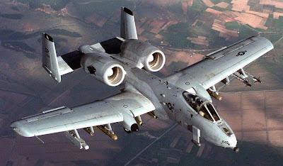 http://1.bp.blogspot.com/-dOd0U2vvg6Q/UCRh9wbk5MI/AAAAAAAARIE/zHeV-k8r51s/s1600/A-10+-+USAF,+Devagar+Se+Vai+Mais+Longe.jpg