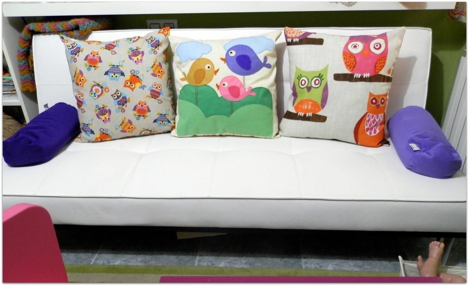 Tantas aventuras con dos pares de cojines for Sofa hecho de cojines