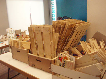 Reciclantes iv taller de basurinstorming cajas de fruta - Manualidades con cajas de frutas ...