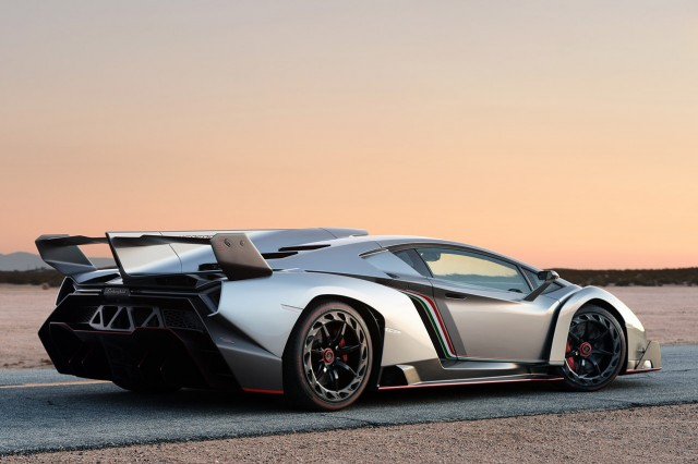 Lamborghini Veneno Roadster 2015Lamborghini Veneno Roadster 2015