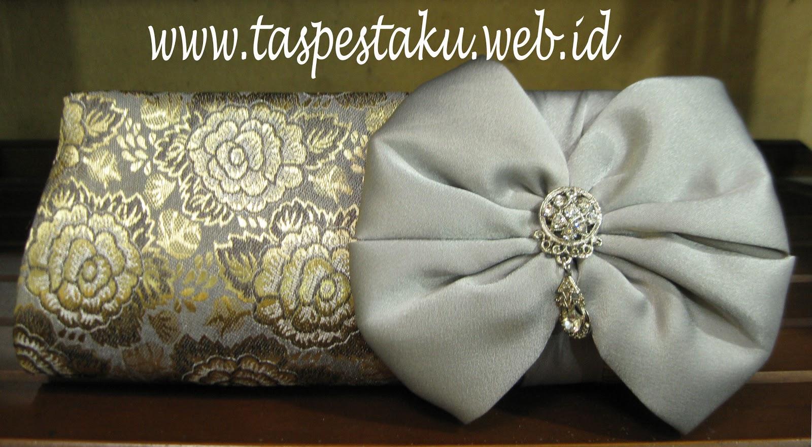 http://1.bp.blogspot.com/-dPSJCYNGmaQ/UICoZoHzKlI/AAAAAAAAB1E/o44iNA-OyWY/s1600/Tas+Pesta+F1+Sari+India+Silver+Clutch+Bag.jpg