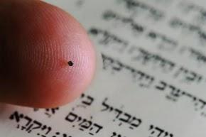 Menor B�blia do mundo � exposta em Museu de Israel