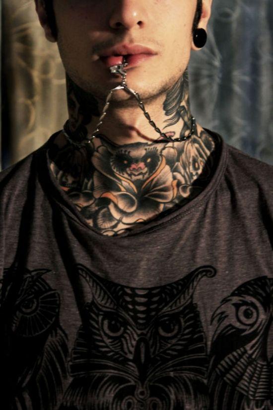 tatuaje cuello foto