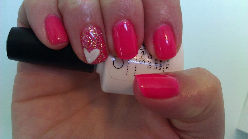 Shake it til you Samba Gelish (hot pink)