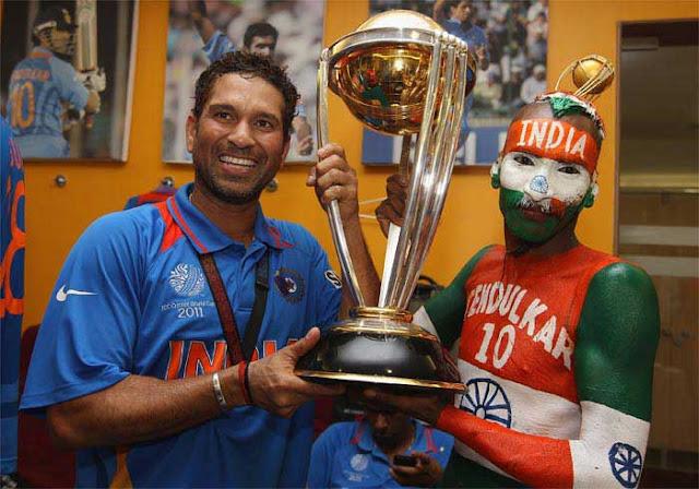 Sudhir Gautum lifting the world cup with sachin tendulkar