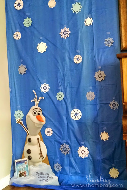 photo backdrop, Olaf, snowflakes
