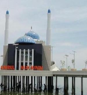 Masjid Terapung Makassar Amirul Mukminin