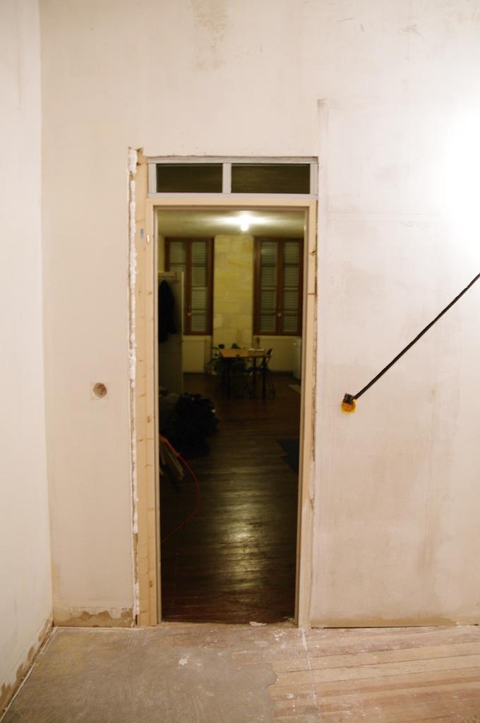Notre maison en cours de r novation electricit et for Bati de porte seul