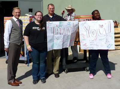 Image of Rio Salado Student Life leadership and PTK students holding up a thank you sign.