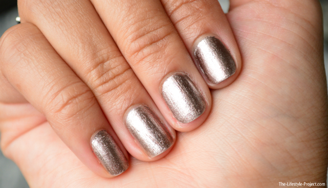 metallic-manicure