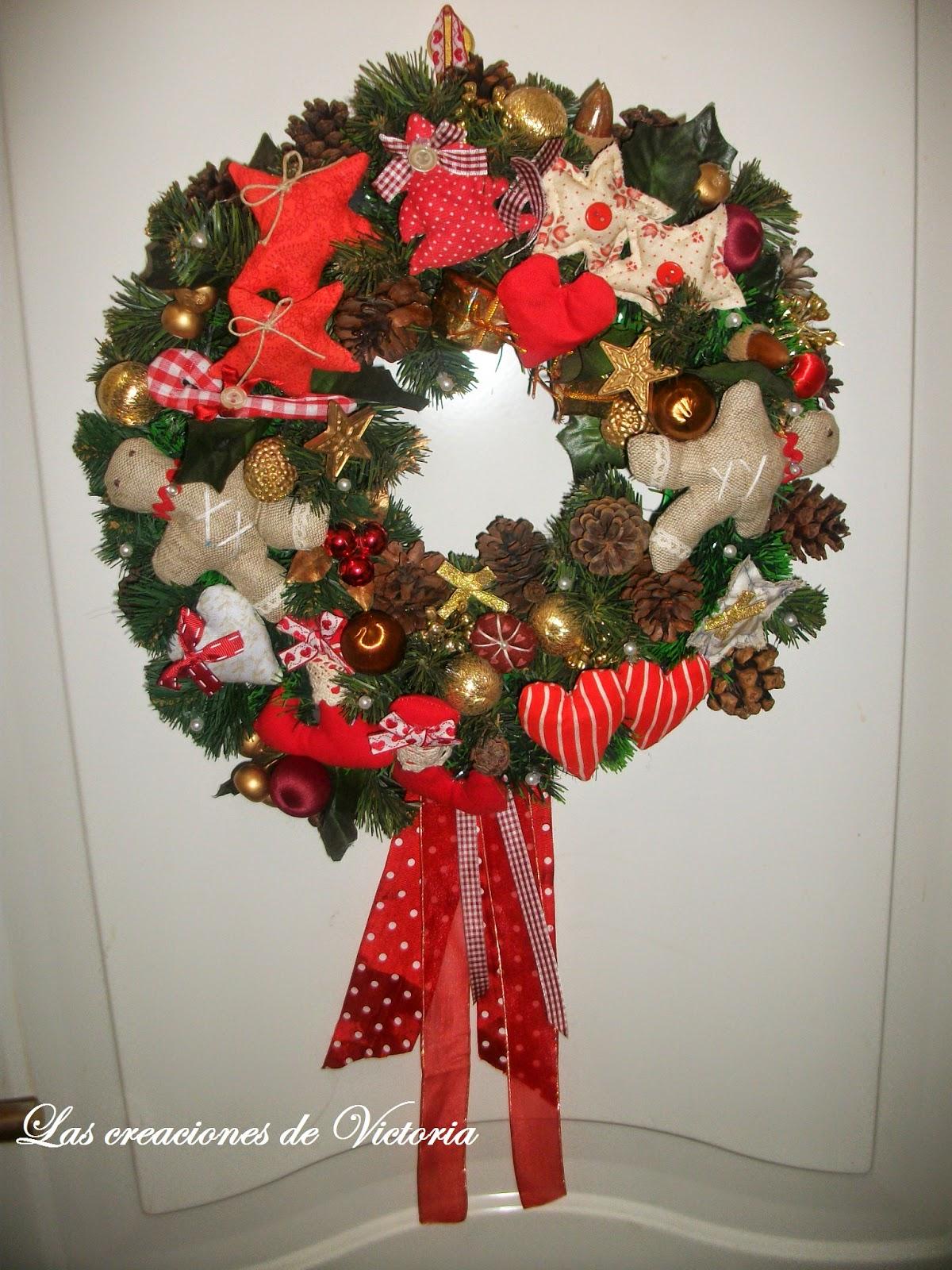 Las creaciones de Victoria.Corona de Patchwork. Adornos de navidad.