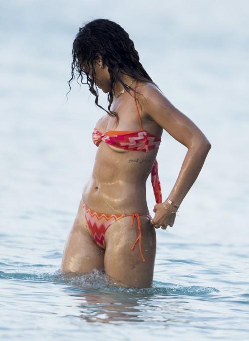 521 Entertainment World  Unseen Rihanna Hot y Bikini Wallpapers