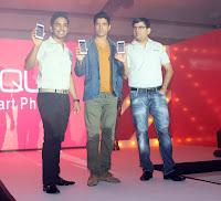 Farhan Akhtar unveil thj Intex Aqua i7 smartphone