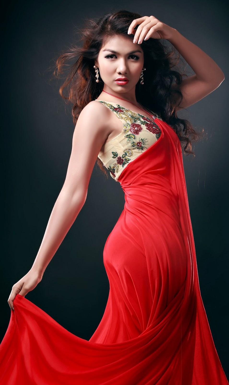 Myanmar Hot Model Hnin Pwint Akare With Strapless Fashion