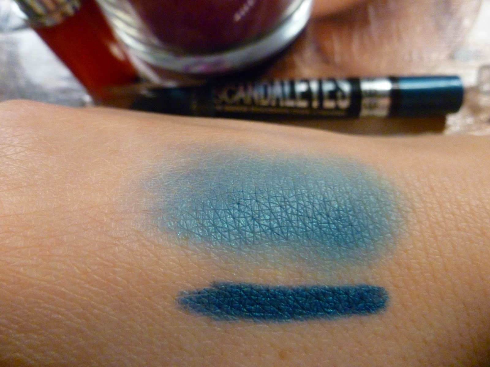 immagine swatch matitone scandaleyes blamed blue di rimmel