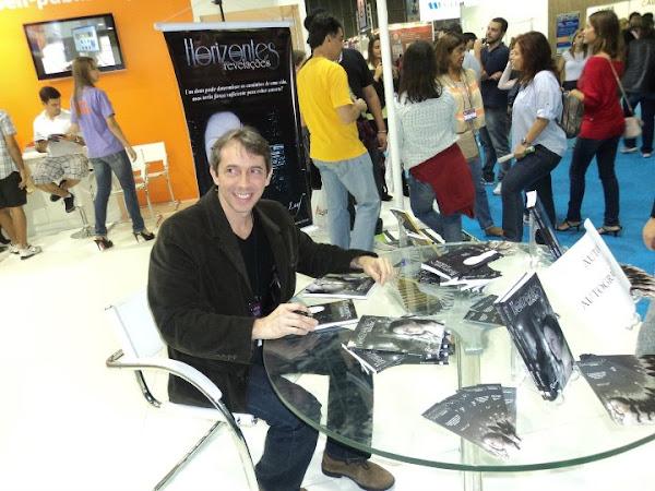 XV Bienal do Rio: sessões de autógrafo do Roberto Laaf