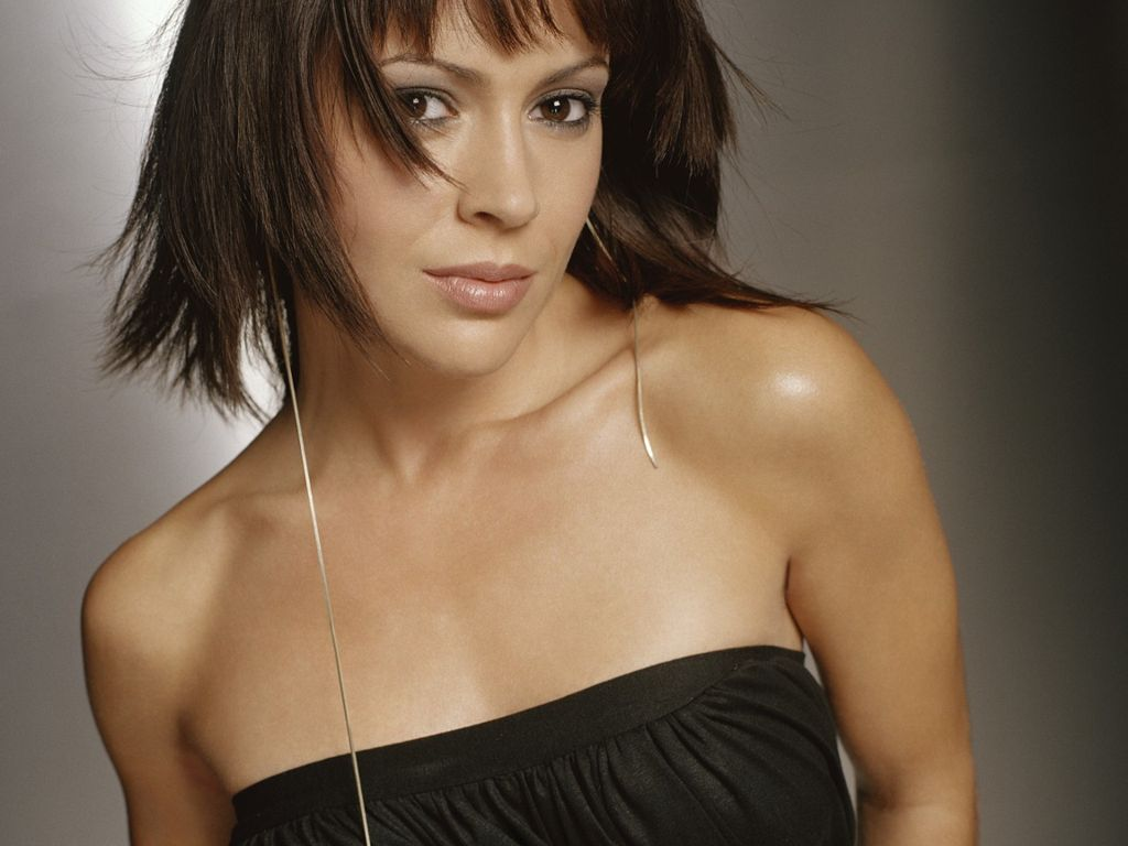 Alyssa milano biography wallpapers and profile