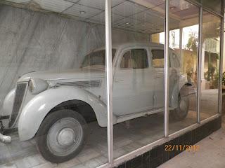 कोलकाता स्थित नेताजी भवन में रखी कार जिसमें बैठकर सुभाष चन्द्र बोस घर से फरार हुए