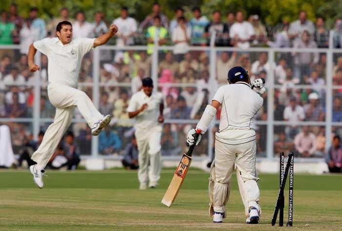 Sachin-Tendulkar-bowled-by-Mohit-Sharma-Ranji-Trophy-2013-14