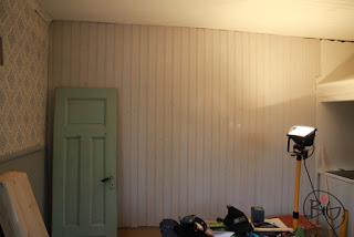 pärlspont på väggen målad med linoljefärg