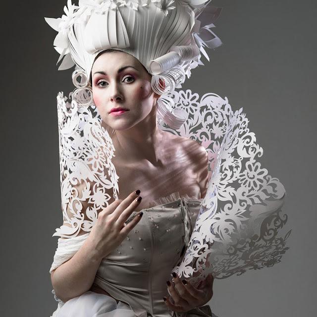 Artista Russo usa papel para criar adereços femininos inspirados na arte barroca