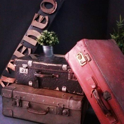 Comprar maletas antiguas. Conjunto de maletas antiguas para decoración