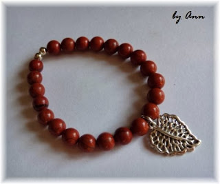 bransoletka koralikowa jaspis brąz czerwień zawieszka liść