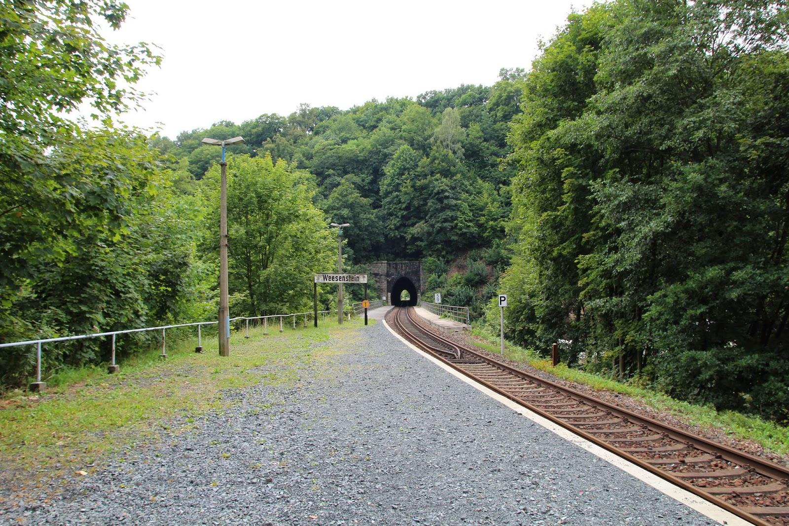 pociąg wyjeżdża tunelu Niemcy