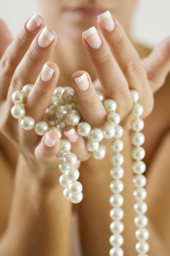 Rezando el rosario perlado