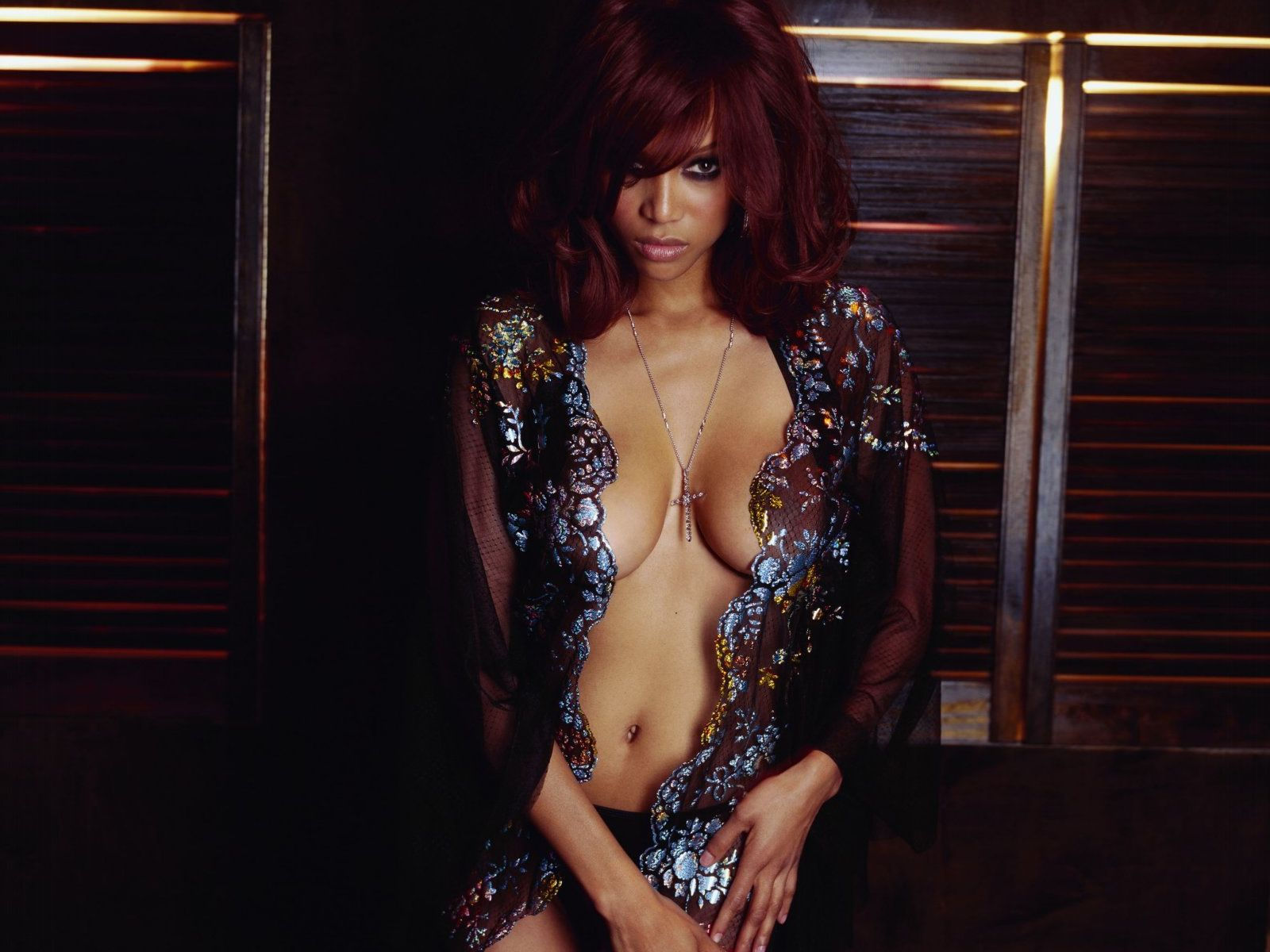 uncensored pop tyra banks almost topless