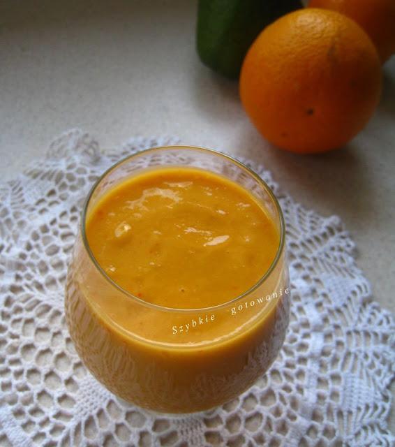 Koktajl pomarańczowy z jagodami goji