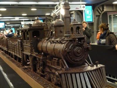 kereta api coklat