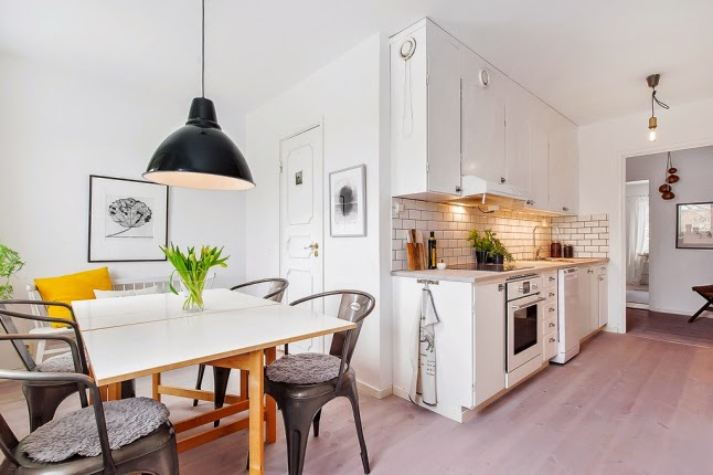 Cocinas blancas grandes peque as en l o en u modernas for Cocinas clasicas