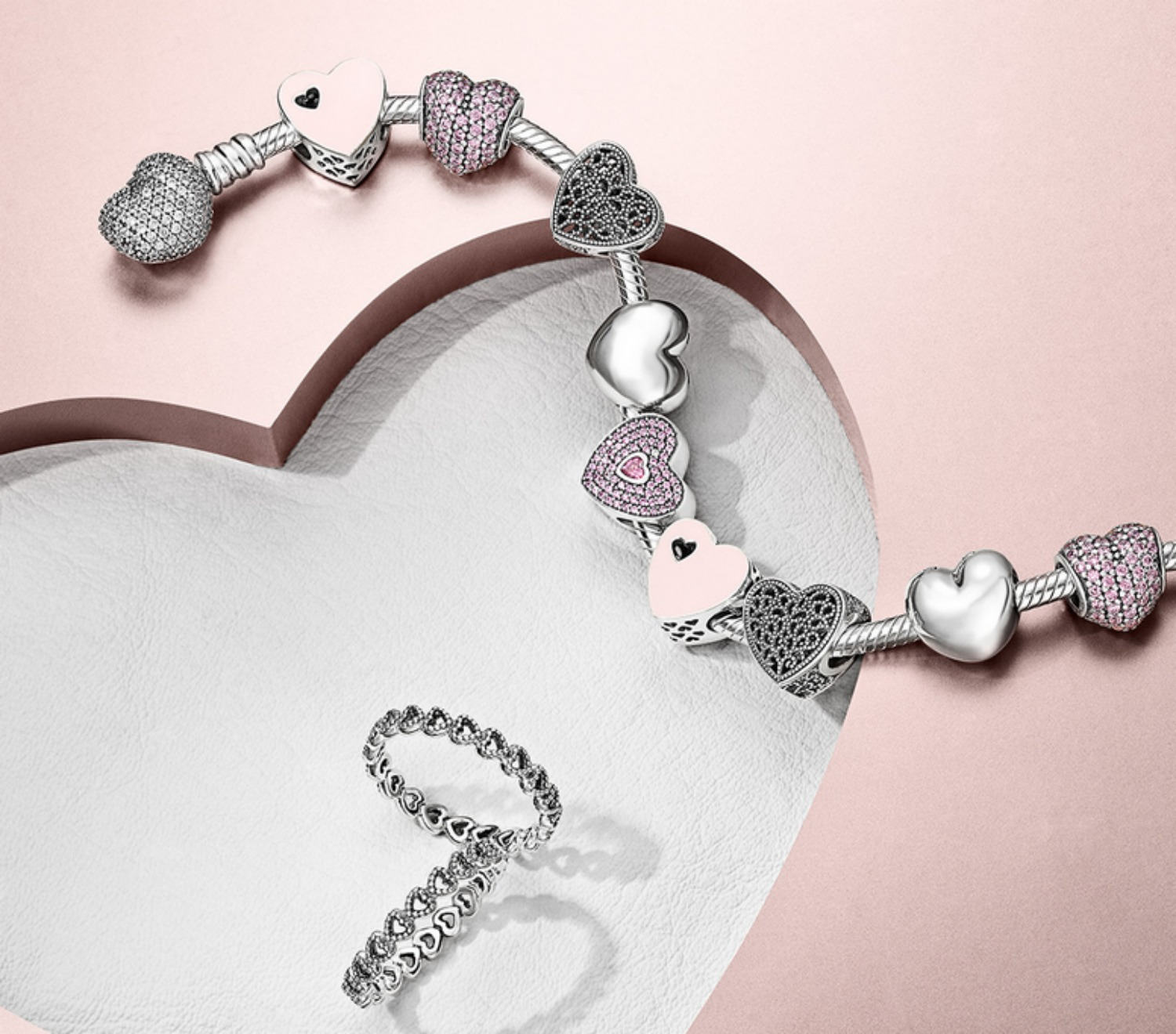 as per usual with all pandora jewelry the fine details and great craftmanship create an universe filled with grace and timeless elegance - Pandora Valentines