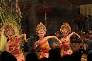 art, bali, culture, pendet dance, ritual, temple, Tari pendet, welcome dance