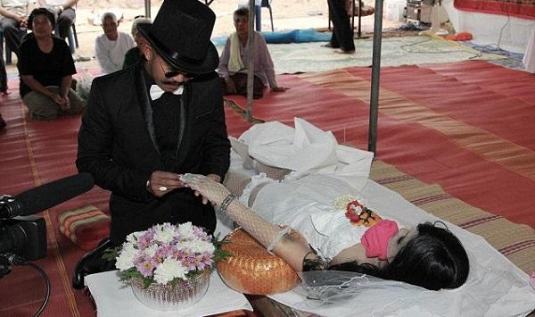 Kahwinkan Mayat