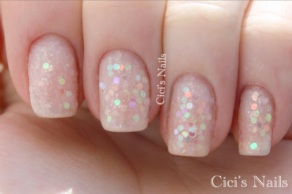 Cici\'s Nails: DIY White Iridescent Glitter Manicure