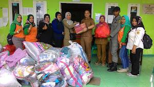 Warga Desa Cikeas Terima Bantuan dari Kecamatan Sukaraja