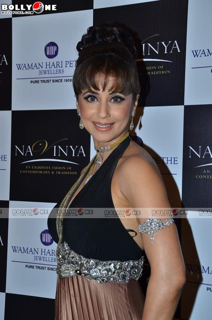 Urmila Matondkar Pictures of ramp walk at Waman Hari Pethe ...