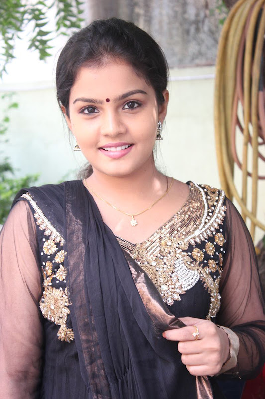 Actress Preethi Shankar Cute Photos Gallery wallpapers