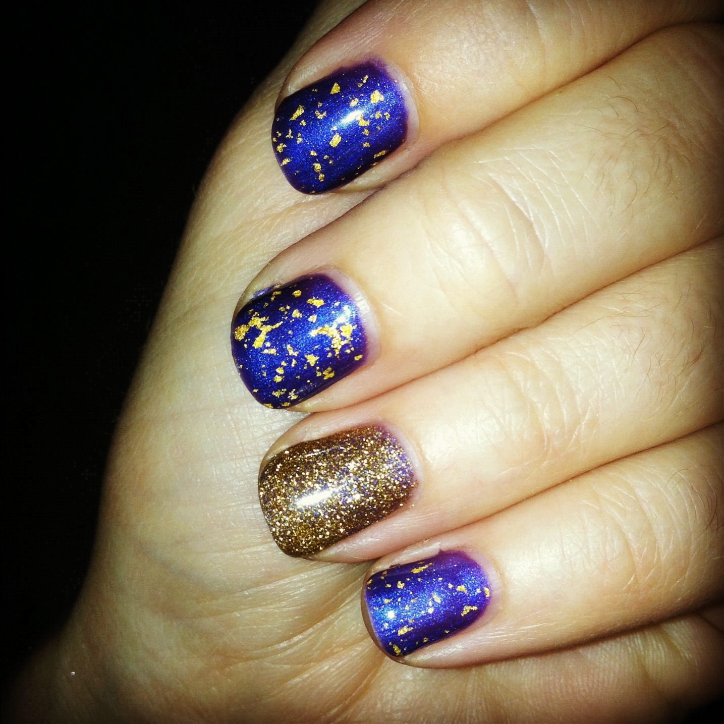 In other news- check out this sweet Shellac manicure I got today!