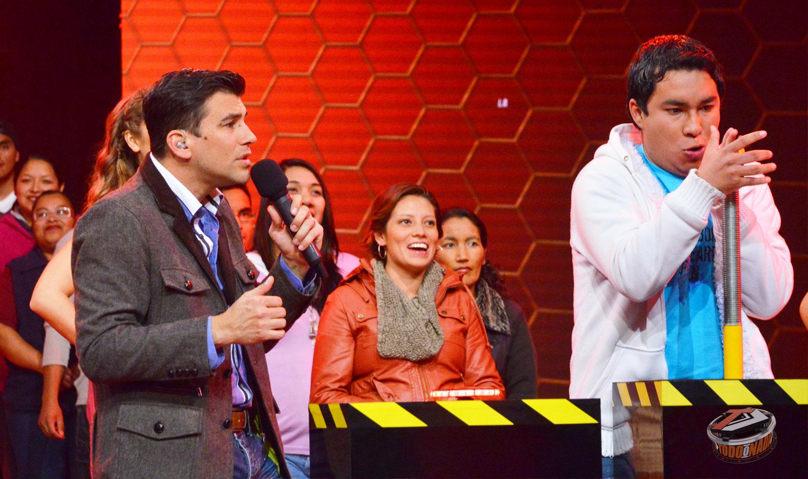 Todo o nada 2015, programa de concursos transmitido por TV Azteca. Conducido por Mauricio Barcelata | Ximinia