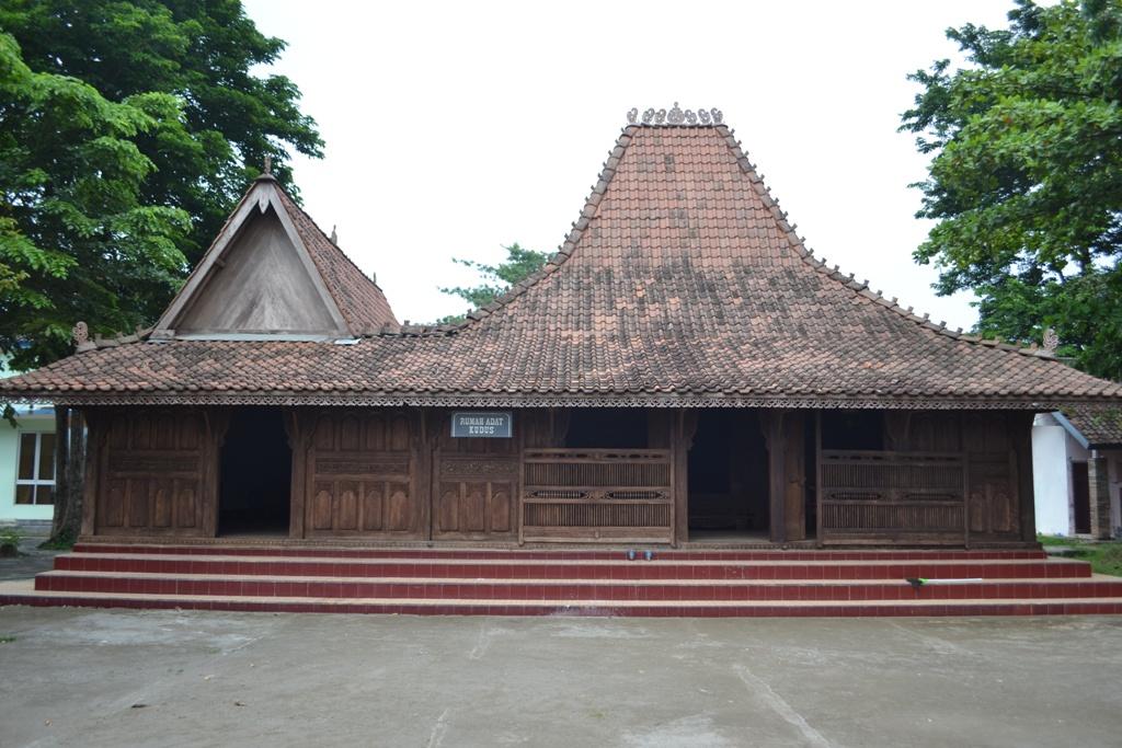 Arsitektur Vernakular Indonesia Rumah Tradisional Kudus Arch