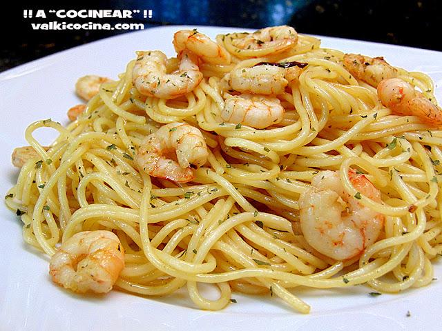 Espaguetis con gambas al ajillo a cocinear recetas for Como cocinar espagueti