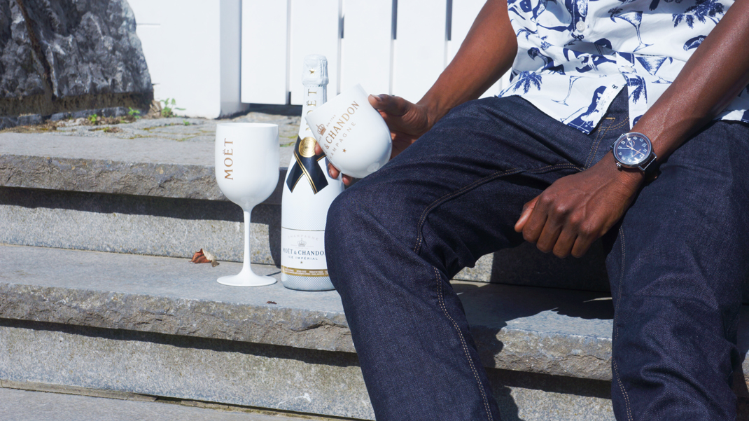 Moet Moment with Moet et Chandon in Knokke. Jonathan is wearing MINIMUM jeans | MINIMUM shirt | BELL & ROSS watch | HERSCHEL SUPPLY backpack   | EMBLEM EYEWEAR sunglasses - Menswear blogger from Antwerp