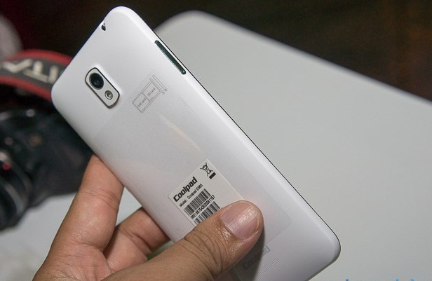 """Điện thoại """"siêu mỏng cánh"""" giá bình dân có mặt tại Việt Nam - 99260"""